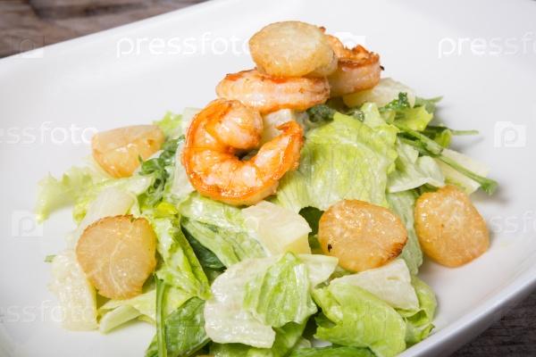 Салат из морепродуктов с креветками