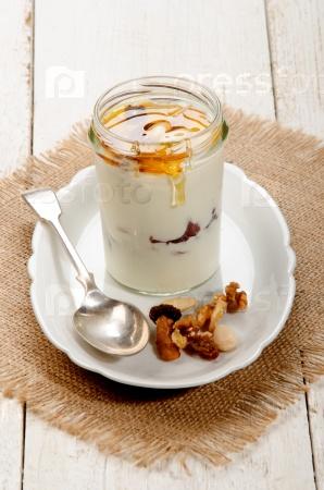 Греческий йогурт с орехами