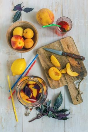 Освежающий фруктовый лимонад