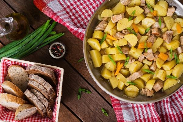 Тушеный картофель с мясом
