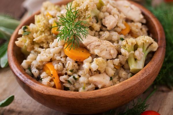 Перловая каша с овощами и курицей