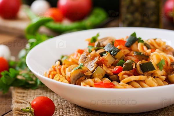 Вегетарианская овощная паста Фузилли