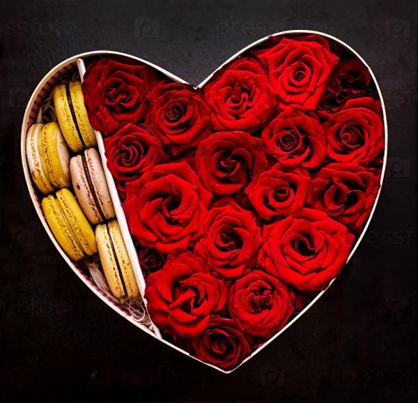 Сердце красных роз и миндальное печенье