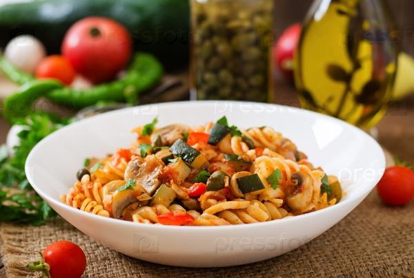 Вегетарианская овощная паста Фузилли с цуккини
