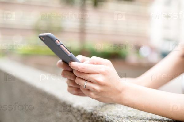 как найти человека смартфон
