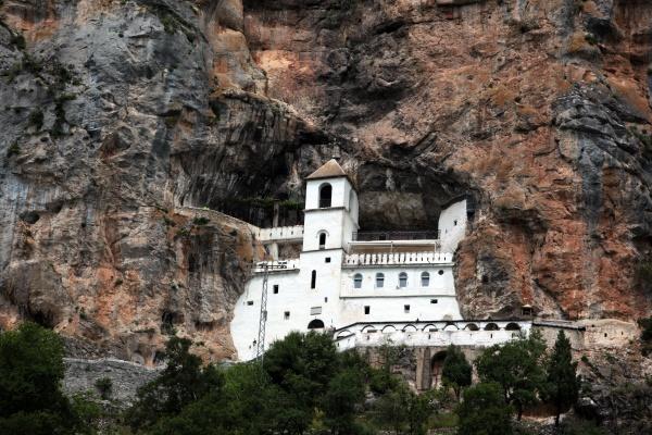 Острог, монастырь