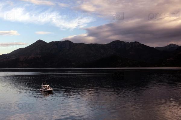Судно в озере