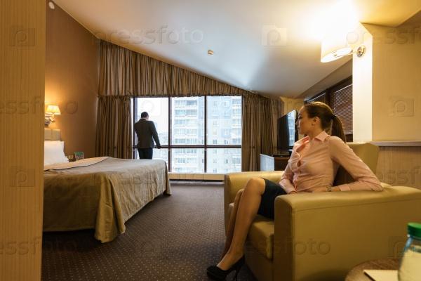 в гостиничном номере пара и транс приходит время