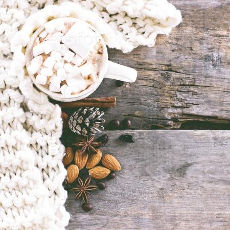 Кофе, горячий шоколад, и уютное трикотажное одеяло