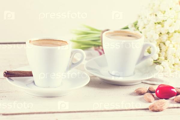 Эспрессо, сердце и букет цветов