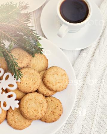 Кофе с корицей и печеньем