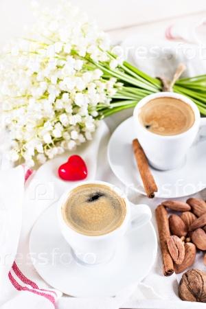 Две чашки кофе эспрессо