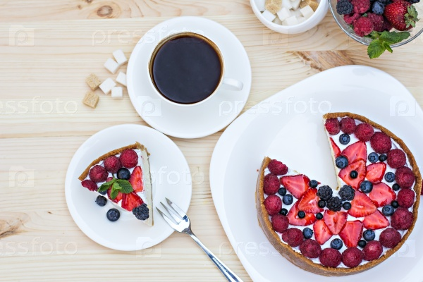 Чизкейк со свежими ягодами