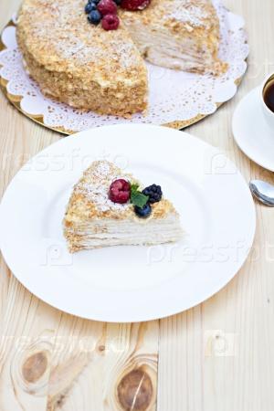 Наполеонский пирог с ягодами