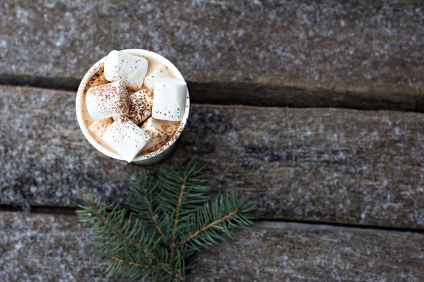 Чашка теплого какао с зефирками