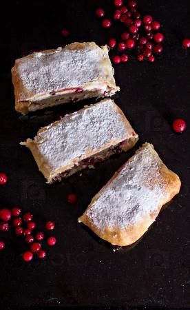 Штрудель или пирог с сыром и клюквой