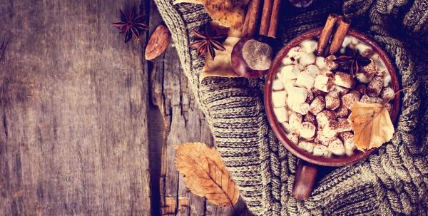 Горячее какао с зефирками и специями