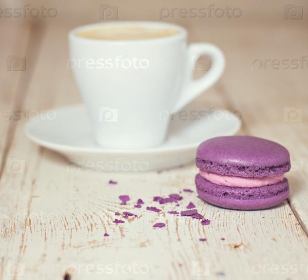 Чашка кофе «эспрессо» и макаруны