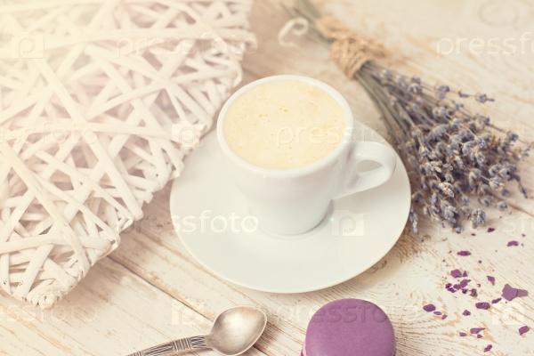 Чашка кофе «эспрессо» и макарунс