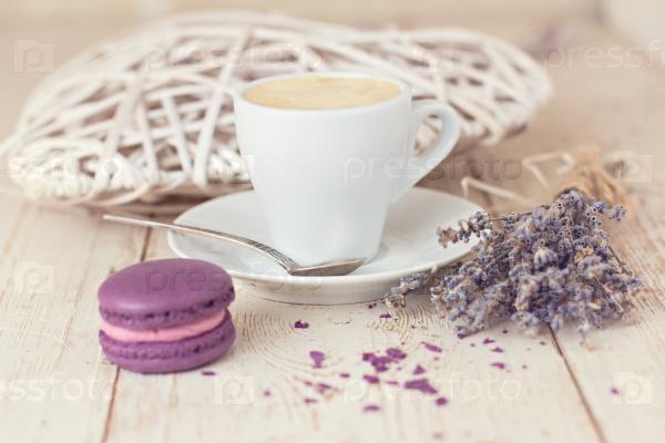 Чашка кофе «эспрессо» и макароны