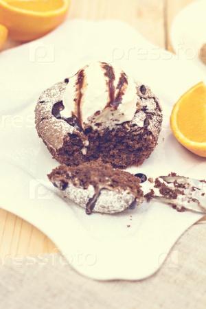 Теплый шоколадный торт с дмороженым
