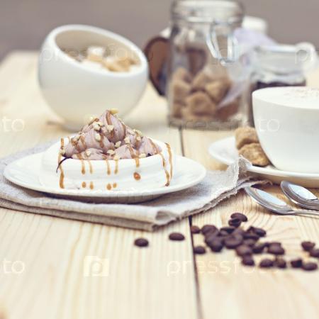 Безе с шоколадным кремом
