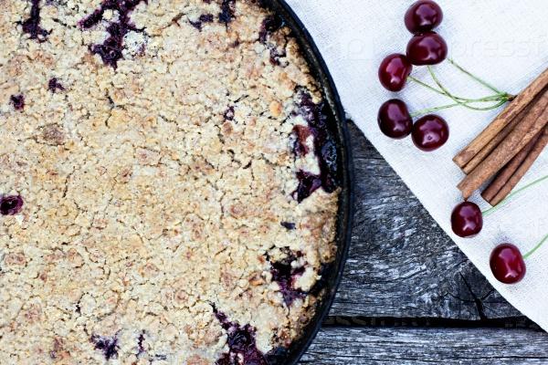 Пирог и вишни