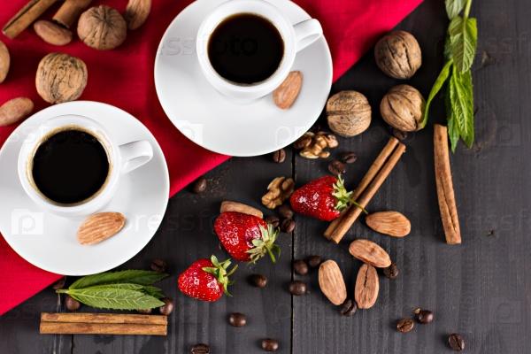 Две чашки кофе эспрессо и клубника