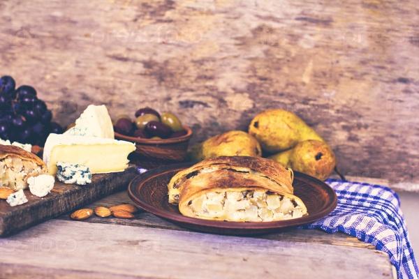 Штрудель с сыром и грушей