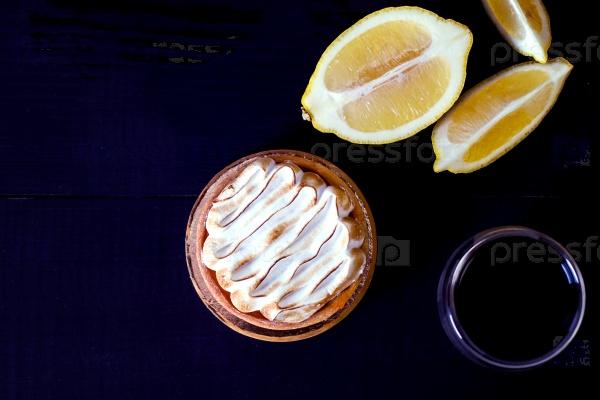 Тарталетка с безе и лимоном