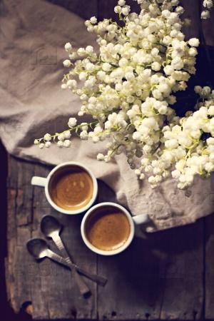 Кофе эспрессо и ландыши