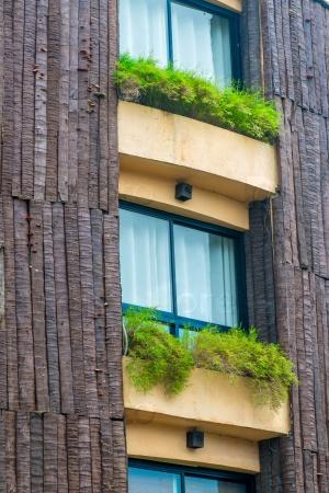 Балконы с растениями в горшках