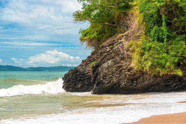 Скалы и пляж курорта Краби, Таиланд