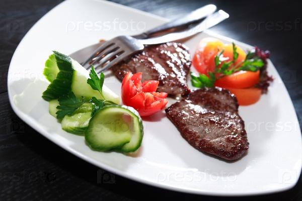 Жареные мясо и овощи