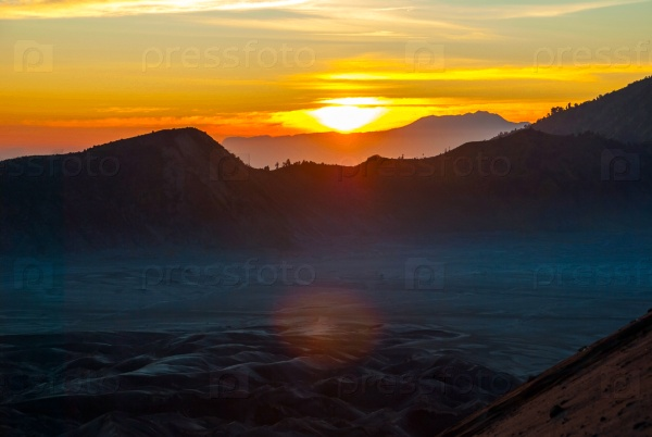 Восход солнца над горой Бромо, Ява, Индонезия