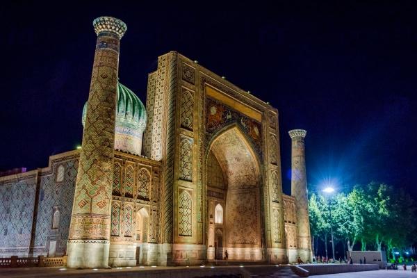 Регистан в ночное время, Самарканд, Узбекистан