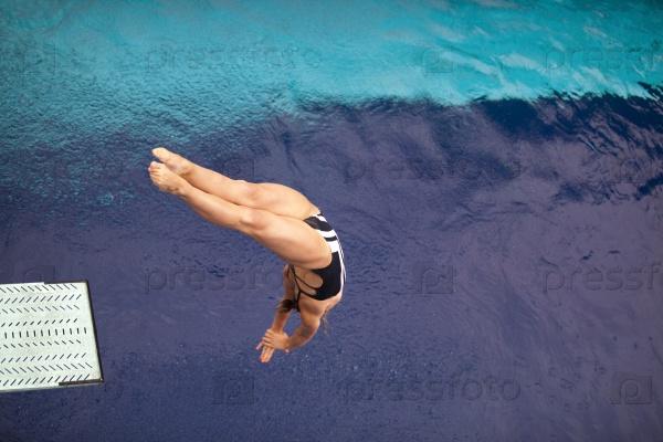 Прыжки в бассейн