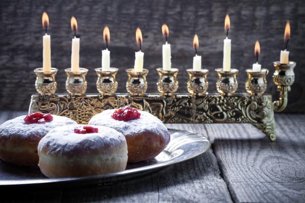 Суфганийот и свечи