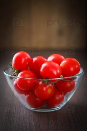 Стеклянная чаша вишни