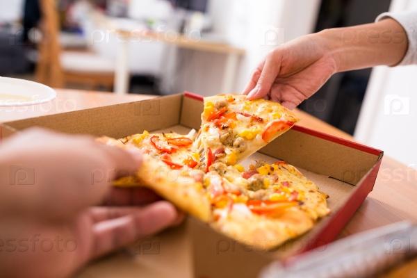 Разделяя пиццу