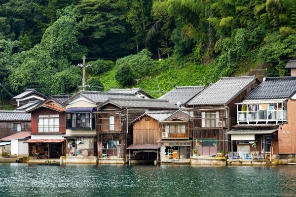 Дома на воде в Инь Чо