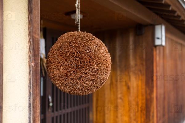 Мяч из кедровых листьев
