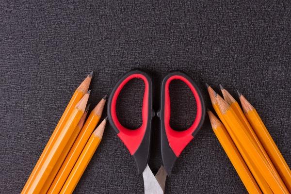 Простые карандаши и ножницы