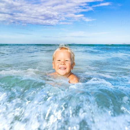 Мальчик в море
