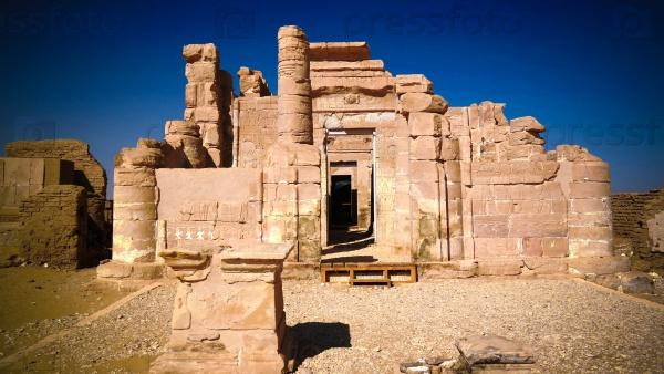 Руины храма Дейр-эль-Хаггар, Египет