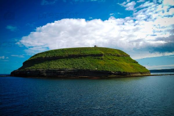 Красивый остров