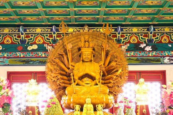 Деревянный Будда в китайском храме, Таиланд