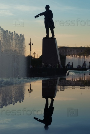 Вечерний Петербург. Памятник Ленину