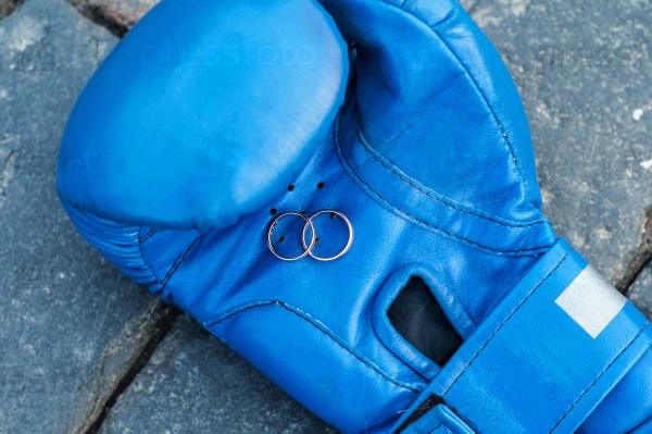 Кольца на боксерской перчатке