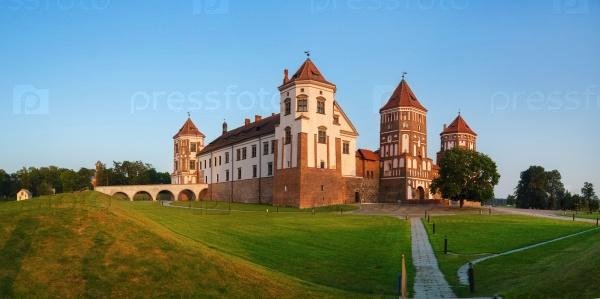 Средневековый древний замок